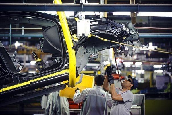 333706_l-usine-psa-peugeot-citroen-a-mulhouse-le-13-avril-2012