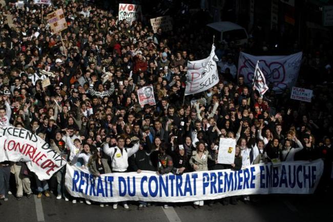 En 2006, la vive opposition et la contestation d'une partie de la population, ont fait reculer le pouvoir exécutif sur le Contrat Première Embauche.